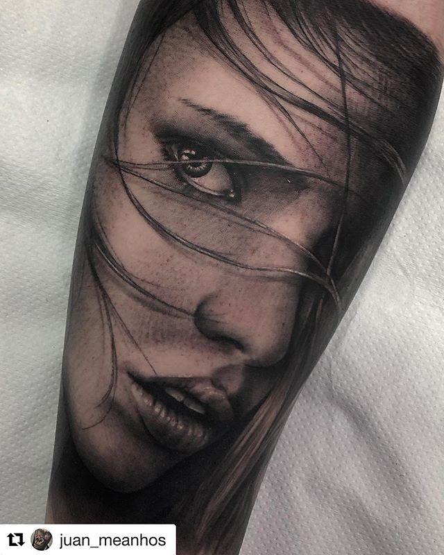 #Repost @juan_meanhos with @get_repost ・・・ Hecho en @noratattoocoruna  _____________________ @noratattoocoruna  @noratattoocompostela  #tattoo #tattoos #tats #tatuaje #girltattoo #tattoed #tattooedgirl #ink #tbsta #thebesttattooartists #artistasdeltatuaje #inked #inkedgirls #tattooart #tattooartist #blackandgrey #blackandgreytattoo #realistic #realistictattoo #noratattoocompostela #noratattoocoruna