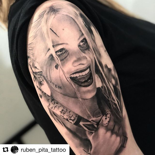 Harley Quinn!! Por @ruben_pita_tattoo en @noratattoocoruna . Muchas gracias @judithfente por la confianza! 🙌🏻 . #noratattoostudio #noratattoocoruna #noratattoocompostela #tattoo #tattoolife #realistic #realistictattoo #portrait #portraittattoo #thebestspaintattooartists #thebesttattooartists #harleyquinn #harleyquinntattoo #ink #inkedup #inkedgirls #balmtattoo #tattooedgirls