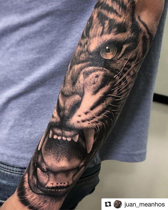 Tattoo realizado por @juan_meanhos en @noratattoocoruna !! Muchas gracias por la confianza!!! . #noratattoostudio #noratattoocoruna #noratattoocompostela #tattoo #tattoolife #thebesttattooartists #thebestspaintattooartists #realistic #realistictattoo #blackandgrey #blackandgreytattoo #tiger #tigertattoo #ink #inked #inkedup #inkedboy #tattooedboys #balmtattoo