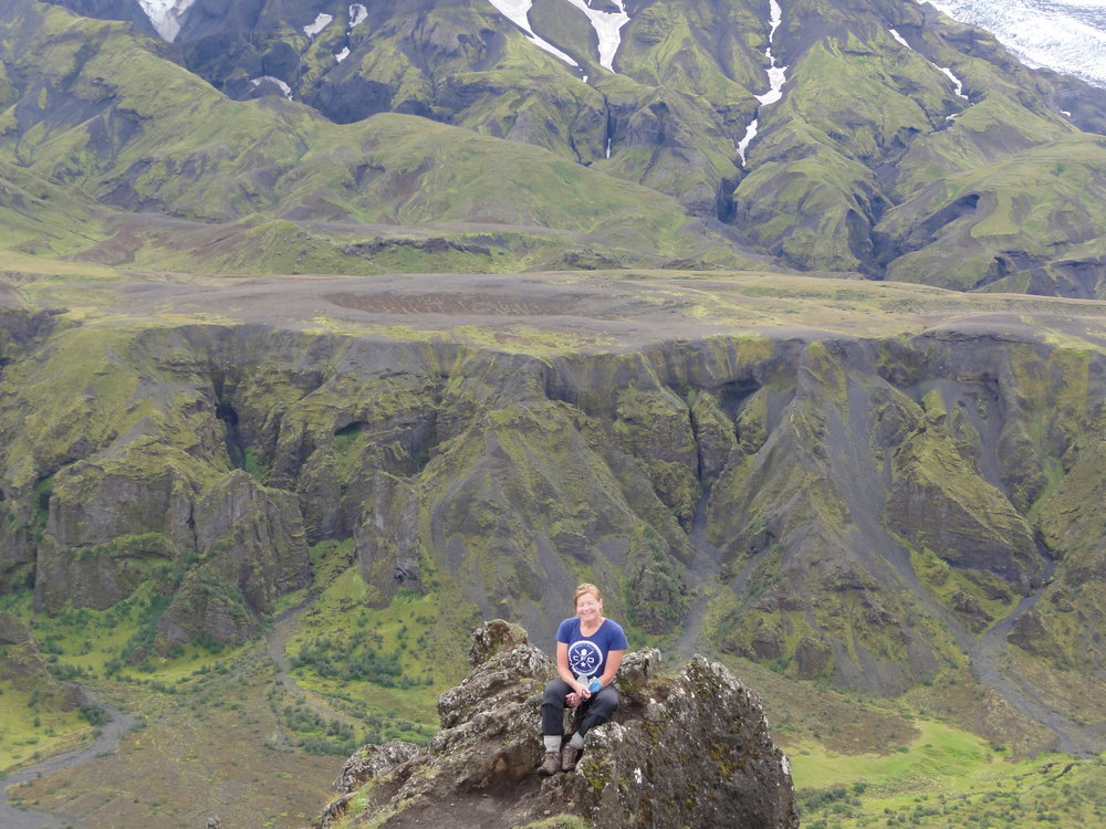 Leslie just got back from her amazing trip to Iceland!  What an incredible picture :D