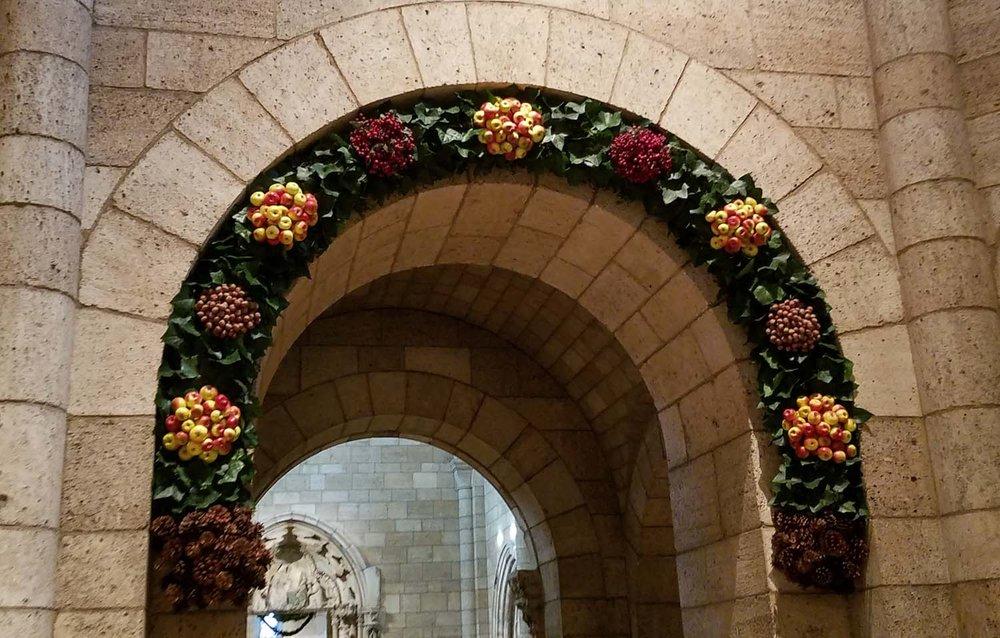 Cloisters 1500 arch.jpg