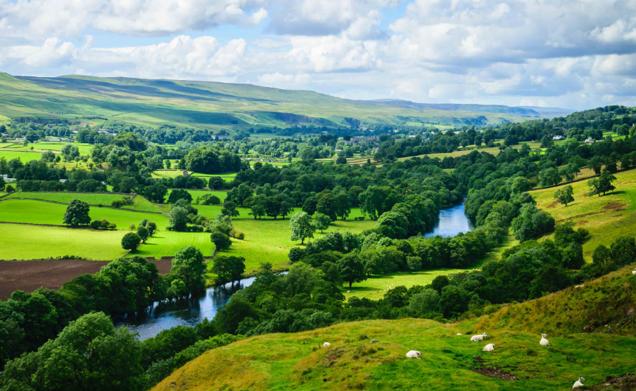 Herefordshire hillside - copyright tourofbritain.co.uk