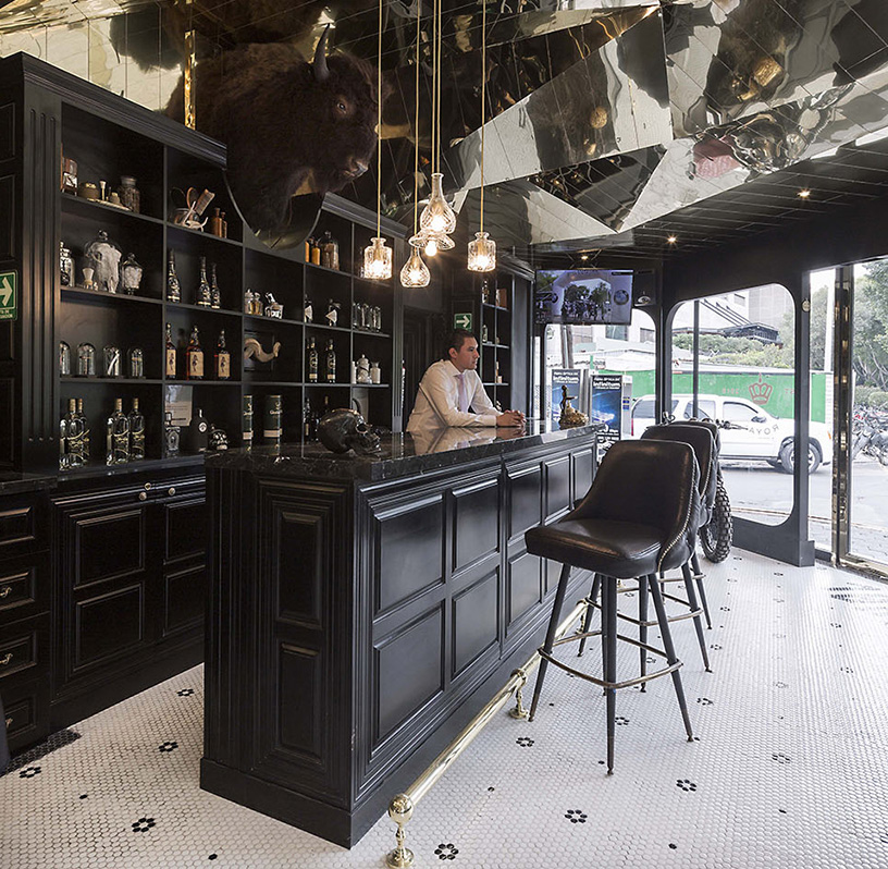 row-studio-barberia-royal-mexico-city-designboom.jpg