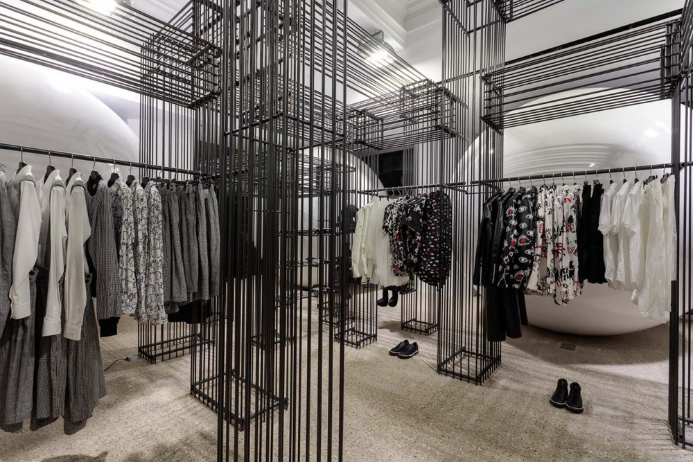 DOVER-STREET-MARKET-Ground-Floor-BLACK-COMME-des-GARCONS-1200x800.jpg