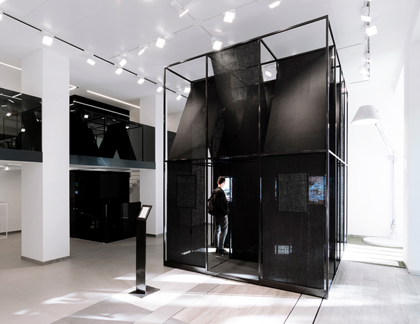 SET-architects-album-bff016-installation-florim-store-milan-designboom-06.jpg