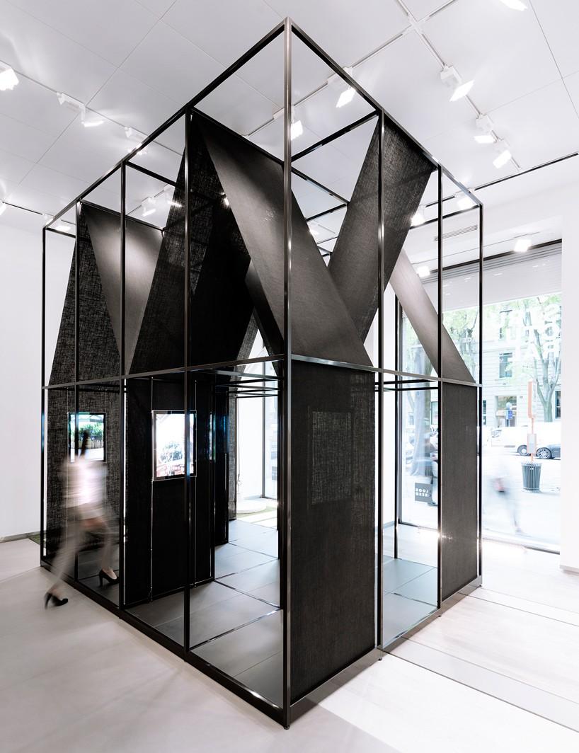 SET-architects-album-bff016-installation-florim-store-milan-designboom-01-818x1064.jpg