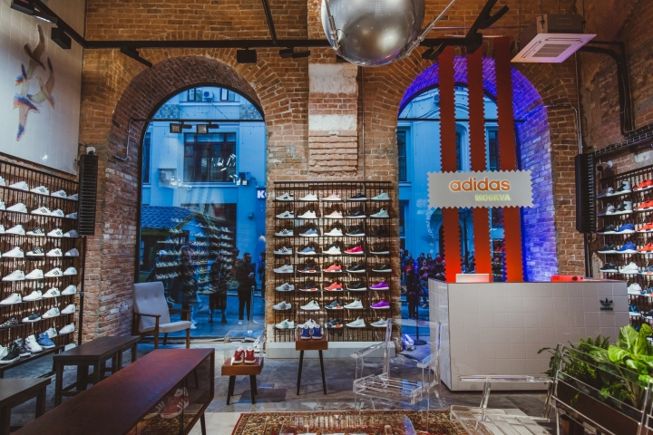 Adidas-Originals-flagship-store-by-Stereotactic-Moscow-Russia.jpg