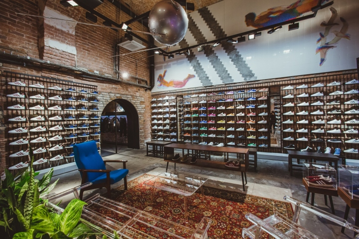 Adidas-Originals-flagship-store-by-Stereotactic-Moscow-Russia05.jpg