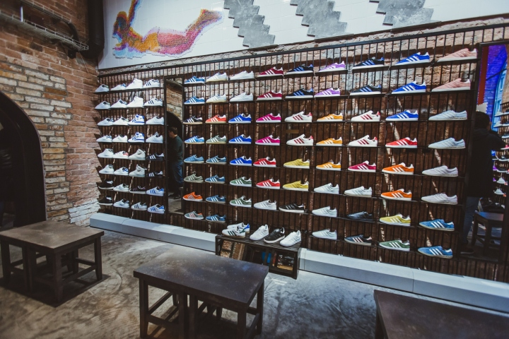 Adidas-Originals-flagship-store-by-Stereotactic-Moscow-Russia03.jpg