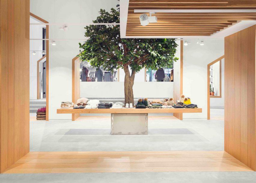sketch-concept-store-pauzarq-arquitectos_dezeen_2364_slideshow_0-852x609.jpg