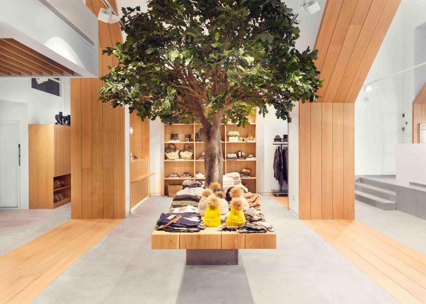 sketch-concept-store-pauzarq-arquitectos_dezeen_2364_slideshow_1-852x609.jpg