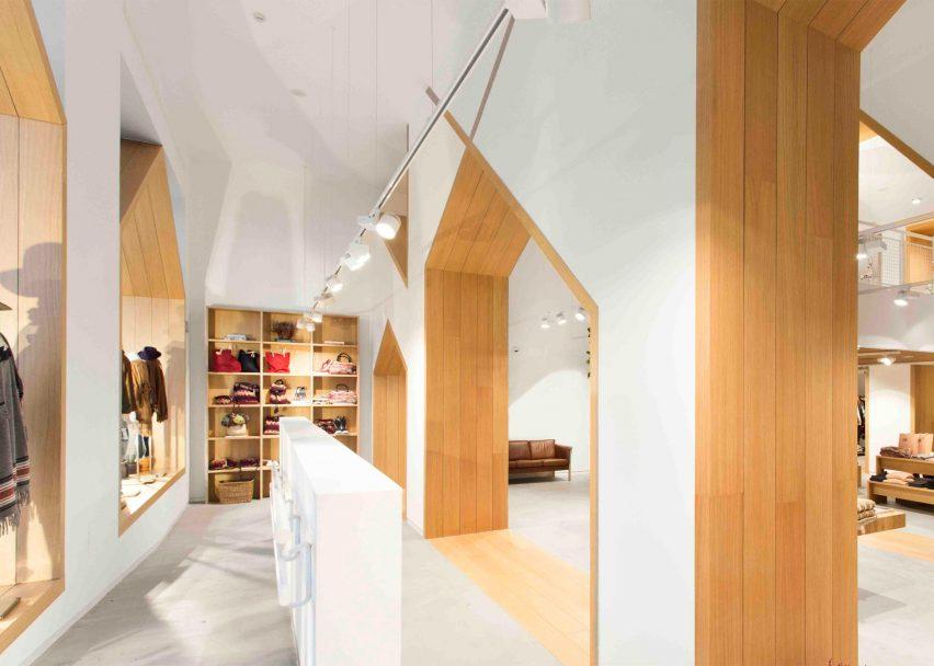 sketch-concept-store-pauzarq-arquitectos_dezeen_2364_slideshow_2-852x608.jpg