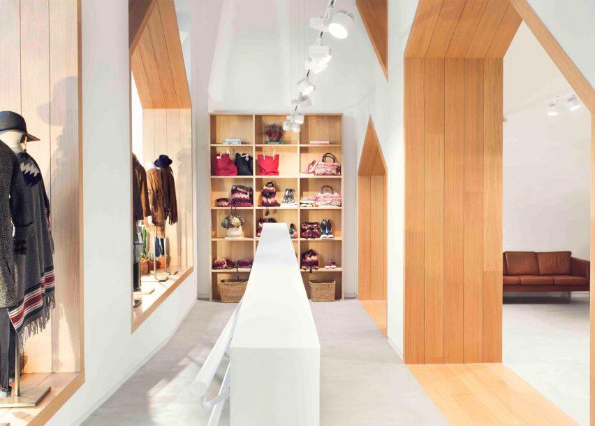 sketch-concept-store-pauzarq-arquitectos_dezeen_2364_slideshow_7-852x609.jpg