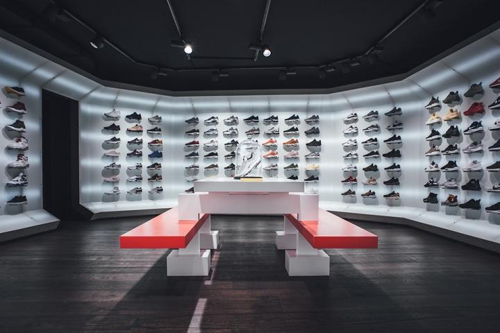 titolo-swiss-sneaker-king-store-in-basel-1493369494-2.jpg