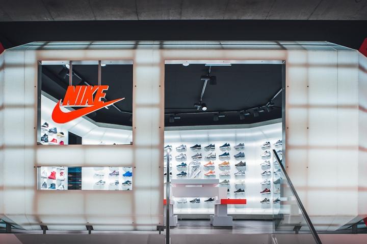 titolo-swiss-sneaker-king-store-in-basel-1493369496-4.jpg