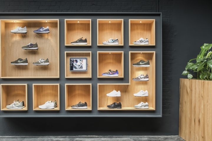 Sneaker-District-store-by-Barde-vanVoltt-Antwerp-Belgium-05.jpg