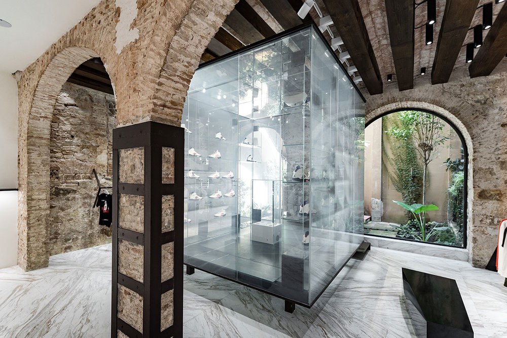 foot-district-new-store-barcelona-12.jpg
