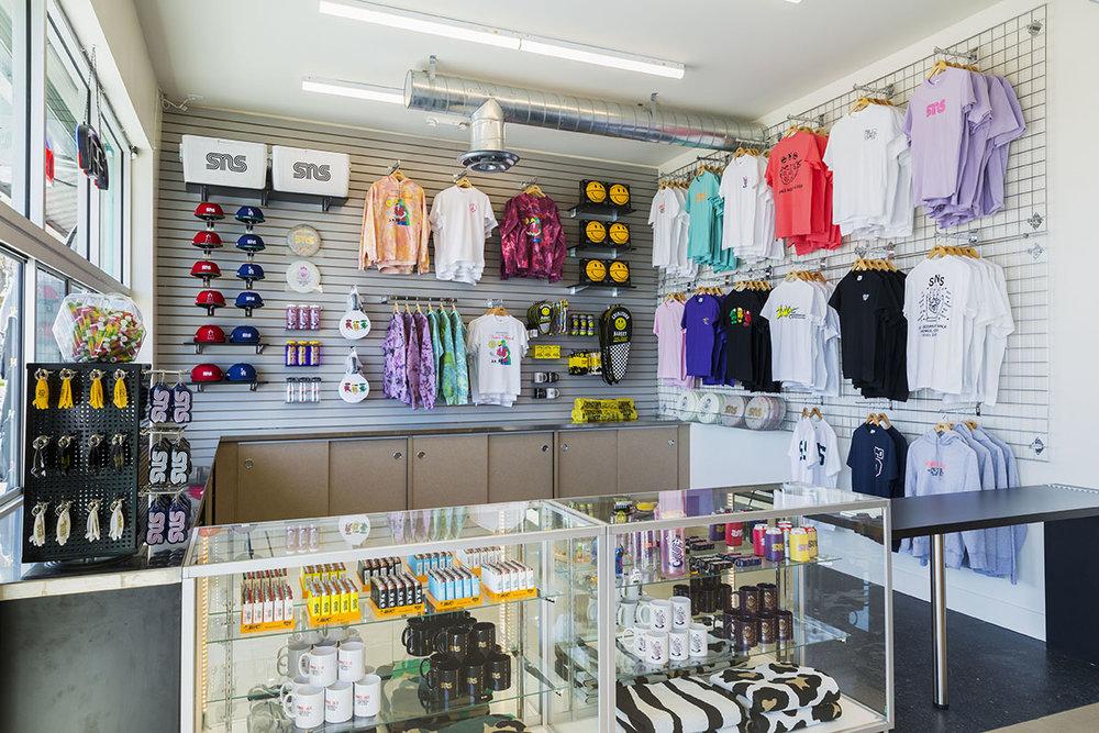 sneakernstuff-los-angeles-store-05.jpg