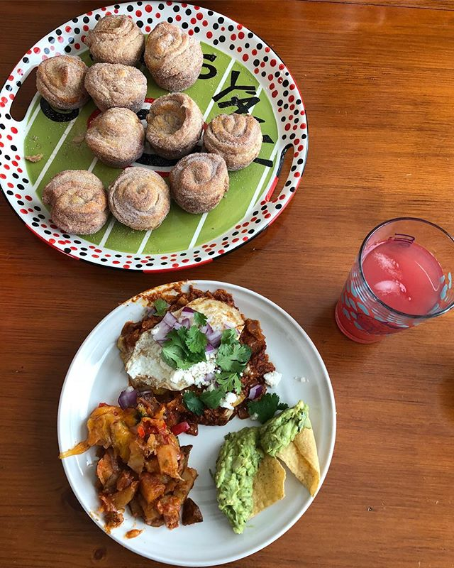 Cinco de Mayo brunch was 🔥🔥🔥 complete with red chilaquiles, Mexican potatoes, chips & guac, churro muffins, and agua fresca cocktails. 😋 All homemade and enjoyed with great friends!