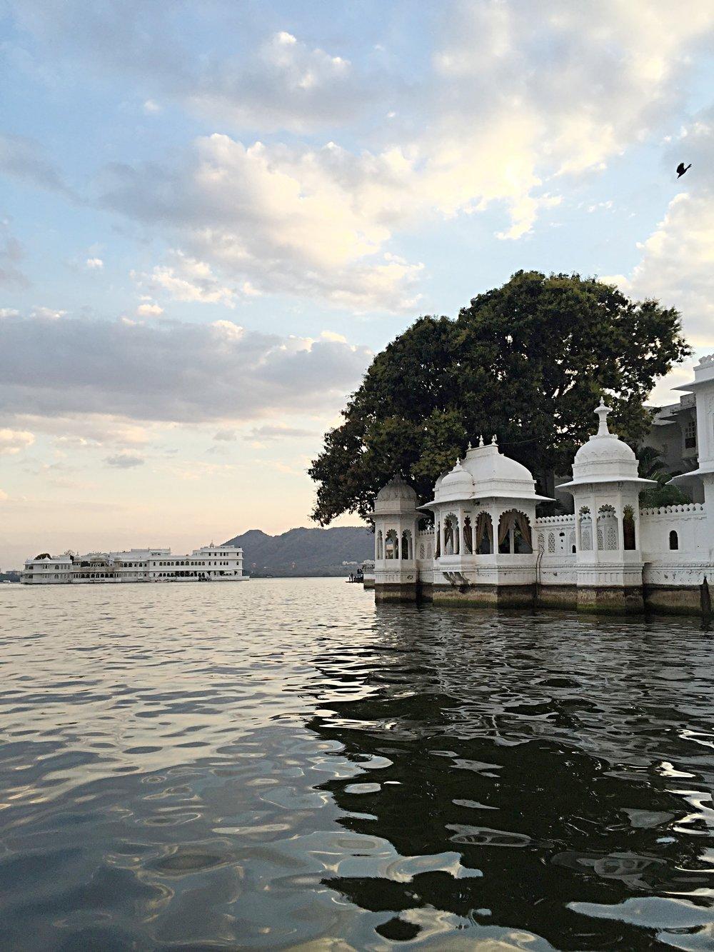 BEAUTIFUL HAVELIS LINE THE BANKS OF LAKE PICHOLA