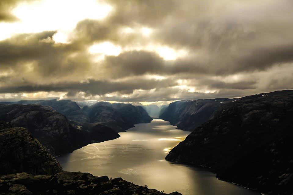 Norway lysefjord.jpg