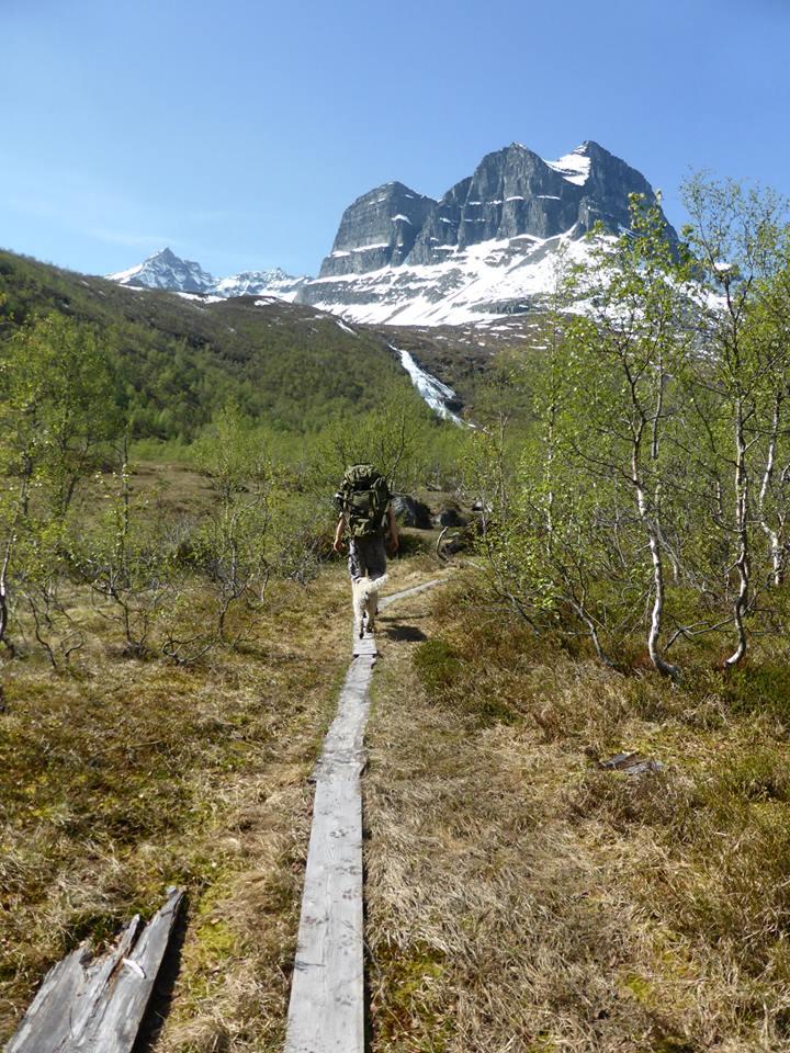 Hiking >>