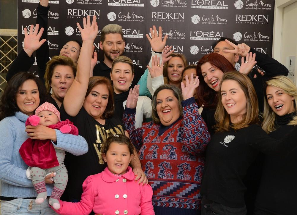 Equipe Camile Maes com as vencedoras da promoção