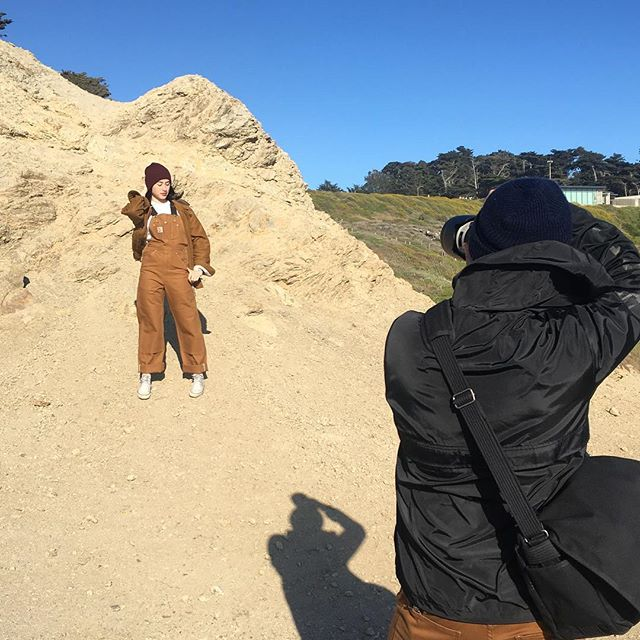 Some #bts from yesterday's shoot with @connorthebruce @tara__bear and @sarahriverastyling  1000 mph winds can't stop us 💪😂 . . . . . . . . #makeuplife #makeupbyme #onset #photoshoot #setlife #makeupbyme #naturalbeauty #sfmakeupartist #carhartt #dreamteam #styleinspo #collaboration #creative #beautyguru #sutrobaths #sanfrancisco #bayareamakeupartist