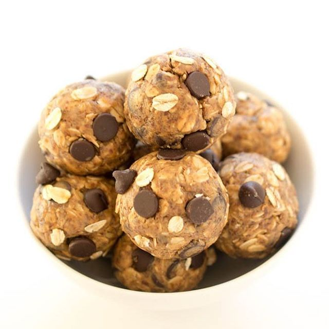 Need an energy boost mid afternoon? Try my delicious no-bake chocolate power balls ready in 10 minutes! http://ow.ly/qF9h30crdls #dietitianeats #healthyfood #dietitian #nutritionist #yyc