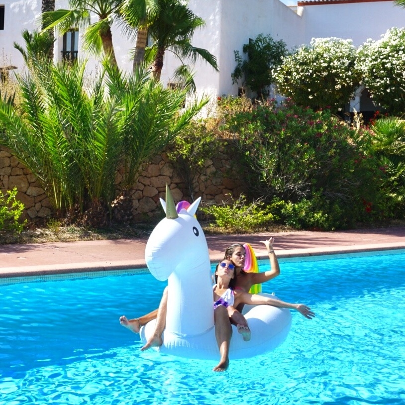Unicorn floatY - Floaties are all the craze at the moment. You have the flamingoes, the swans, the pineapples, the donuts but most importantly there's the unicorn floaty! This is actually my best friend's floaty but it's soooo much fun and I want to get one myself!