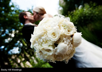 elegant-brides-bouquet-becky-hill-photography-engaging-events-by-ali.jpg