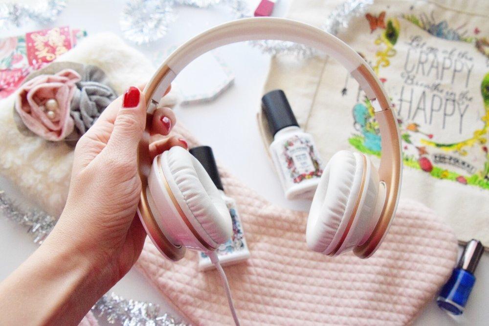 Houston Lifestyle Blogger - Wander Dust  Blog - 10 Stocking Stuffer Ideas for College Girls 2017 (12).JPG