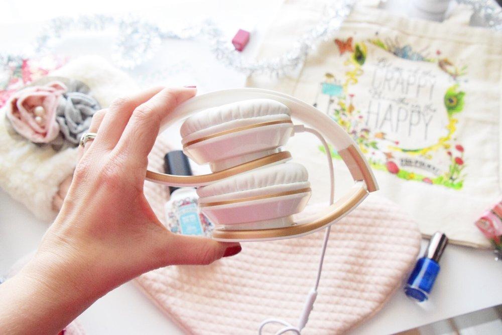 Houston Lifestyle Blogger - Wander Dust  Blog - 10 Stocking Stuffer Ideas for College Girls 2017 (11).JPG