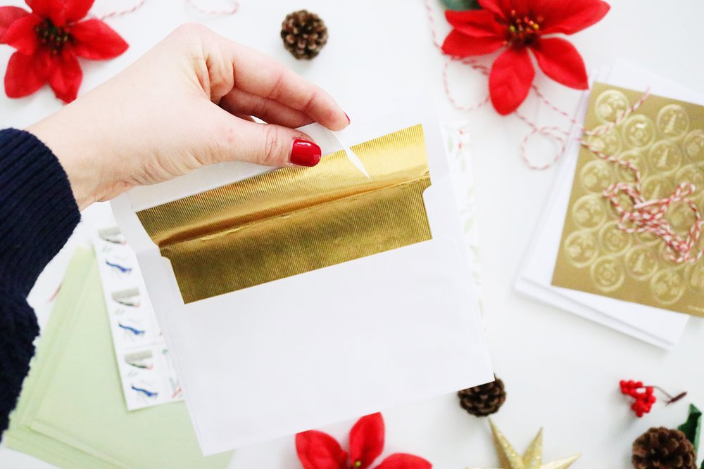Wander Dust Blog - 4 Tips You Should Know Before Sending Holiday Cards - Basic Invite - Beautiful Christmas Cards (5).JPG