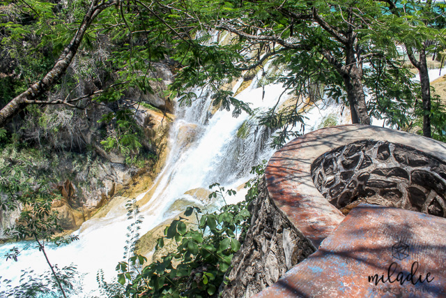 Un abismo llama a otro abismo a la voz de Tus cascadas; Todas Tus ondas y Tus olas han pasado sobre mí. Salmos 42:7