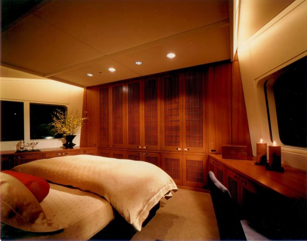 Motor-Yacht-2---Ronin---Bedroom.jpg