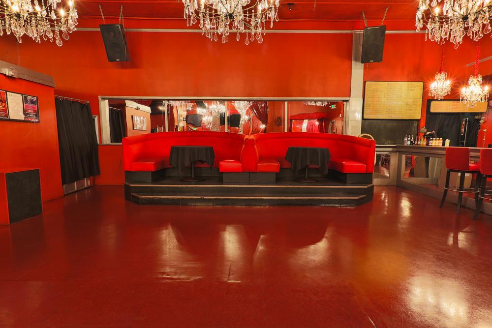 Dancefloor_&_Booths.jpg