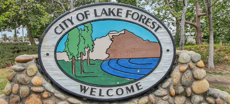 Photo of Lake Forest welcome sign from  karenbenefield.com