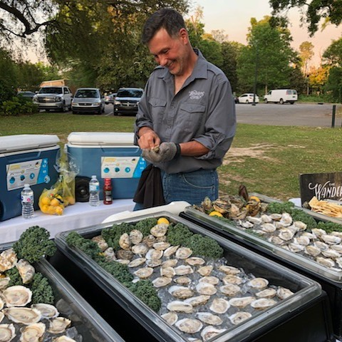 This should make your Monday a little better! Y'all come on out tonight to @sunset_pointe from 5:30 - 9:00 for some tasty #local #oysters! Our own @doctor_oyster will be #shucking up some delish #bivalves for Industry Appreciation night at the Pointe.  Be sure to stop by and say hi! 🙌🐚🔪😋🙏 🌅🎉. . #eatlocal #supportlocal  #fairhope #mobilebay #sustainable #oysters #seafood #rawbar