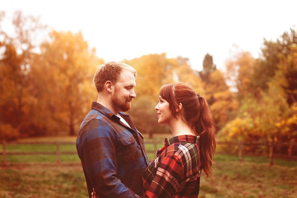 couples-portrait-in-autumn