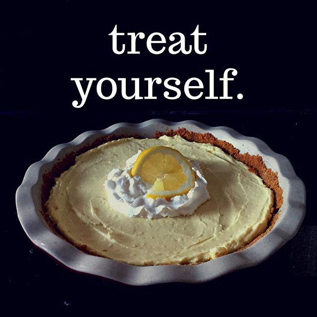 Treat Yourself to this Lemonade Icebox Pie. Recipe on Charnopia.com #pie #cheesecake #lemon