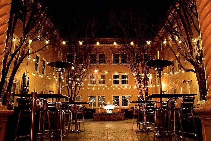artmore-hotel-courtyard