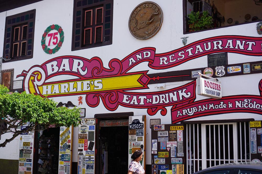 charlies-bar-01.jpg