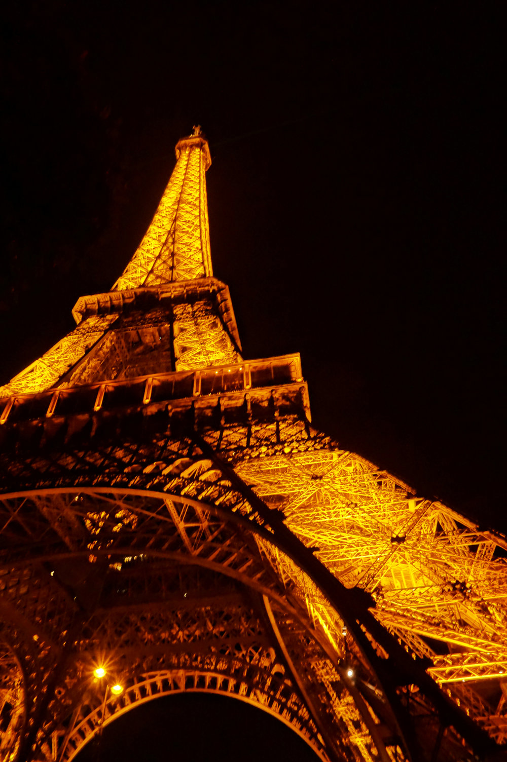 Eiffel Tower at night in the 7th