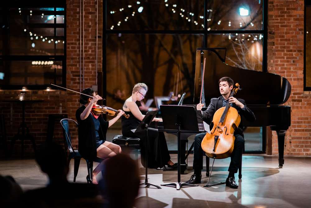 Èlevé: featuring cellist Andrew Briggs