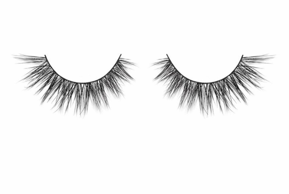 "- Lilly Lashes ""Luxe"""