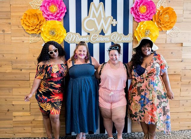 When Bloggers hit the beach!! We had a blast with our blogger boos @readytostare @mariedenee @littlelimedress @sabrinastyled at the MCW+ Style Marketplace! #miamicurvesweek #bringingcurvestothebeach #swimweek