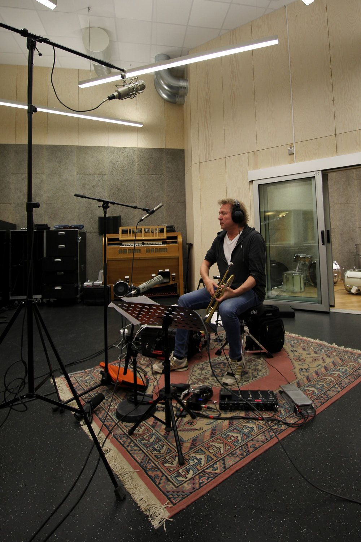 Nils Petter Molvær under innspilling av platen Buoyancy.