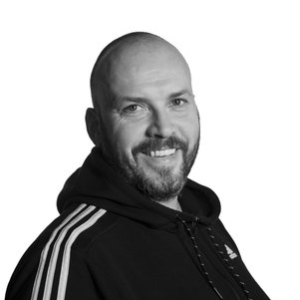 Terje André Nymark Tlf:776 97 870 terje@tvibit.net Terje har ansvaret for talentutvikling i filmveksthuset. Han jobber med filmgrupper lokalt, og arbeider med å utvikle ungdomsfilmmiljøer i landsdelen forøvrig. Han er eksil-Vesteråling med filmutdannelse fra London Film School, og har jobbet som tekstforfatter og filmregissør i Tromsø i ti år.Områder: talentutvikling, filmkurs, Tvibit Talentfilmfond og veiledning manus/regi.