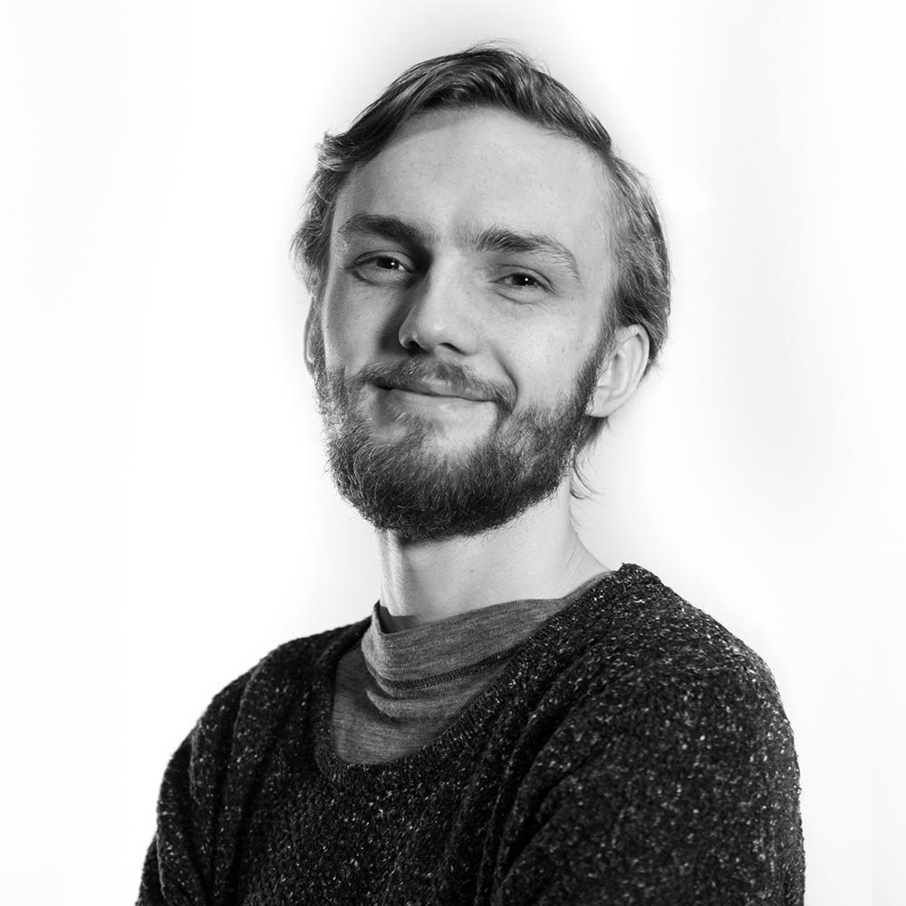 Stian Andreassen   Tlf: 776 97 870     E-post     Teknisk ansvarlig og fotograf for Filmveksthuset. Har filmutdannelse fra Norges Kreative Høyskole i Trondheim. Har ansvaret for filmutstyret og utlån, samt dokumentasjon av det som skjer på Tvibit.